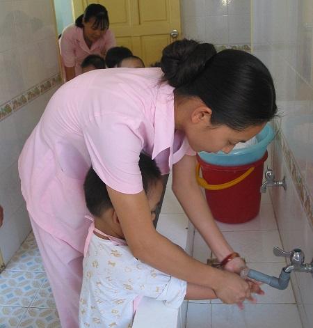 Rửa tay bằng xà phòng - Giảm thiểu nguy cơ mắc bệnh truyền nhiễm.
