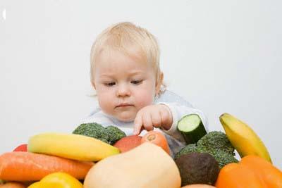 Cho trẻ ăn quá nhiều chất bổ dưỡng