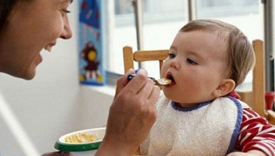 Tại sao trẻ cần ăn bổ sung từ tháng thứ 6 ?